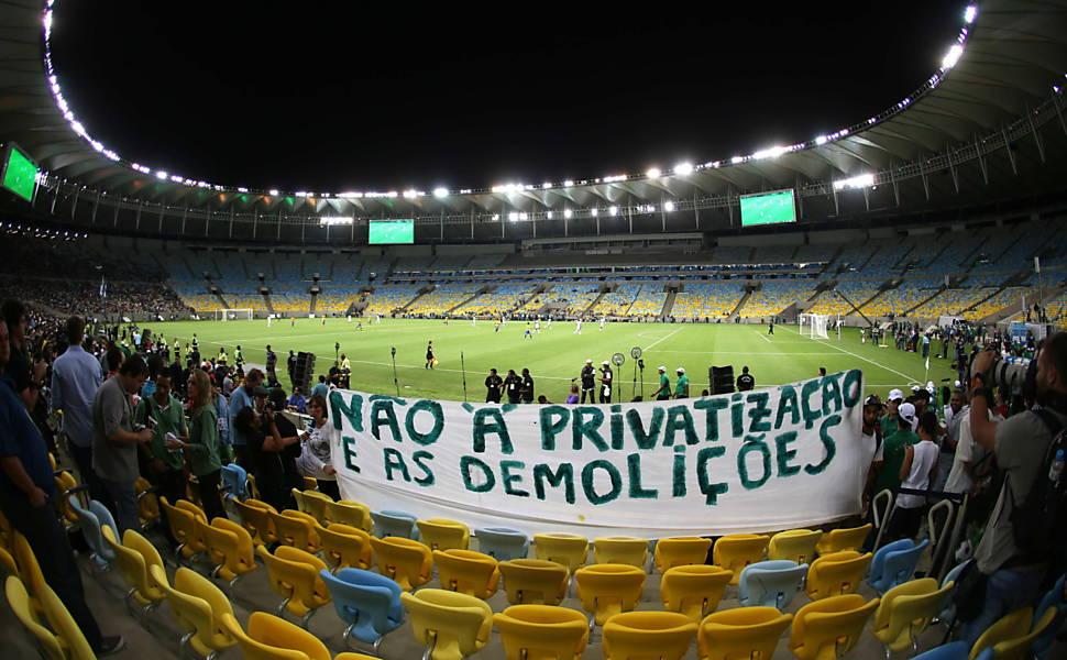 O consórcio formado pela Odebrecht, a IMX, de Eike Batista, e a AEG foi habilitado pelo governo do Rio para administrar o Maracanã nos próximos 35 anos.